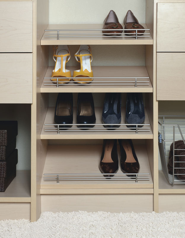 Shoe shelves with fence